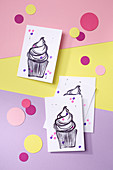 DIY invitation cards for a baby shower with a cupcake motif