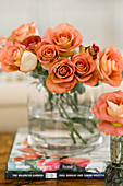 Cylindrical glass vase of dusky-pink roses