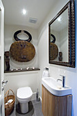 Ethnic accessories in small bathroom