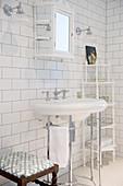 Nostalgisches Badezimmer in Weiß