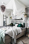 Cosy bedroom in Urban Jungle style in shades of grey and green