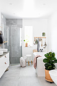 Bright, Scandinavian-style bathroom with natural accessories