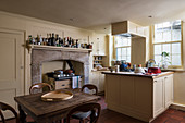 English, country-house kitchen in cream in listed townhouse