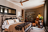 English-style bedroom in shades of brown