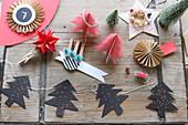 Selbstgebastelter Weihnachtsschmuck aus Papier