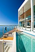 Luxuriöses Haus mit Pool direkt am Meer