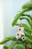 Bärchen mit Weihnachtsmütze als nostalgischer Christbaumanhänger