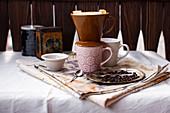 Keramik-Filteraufsatz auf Kaffeebecher
