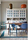 Fifties-style pendant lamps in kitchen-dining room decorated in white and blue