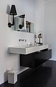 Modernes eckiges Waschbecken mit schwarzem Unterschrank