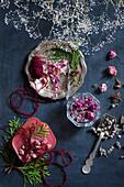 Selbstgemachtes Aromawachs und Trockenblumen