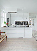 White fitted kitchen with peninsula counter
