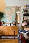 Mid Century Sideboard im Wohnzimmer mit Stilmix