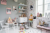 Lavishly decorated, vintage-style nursery in shades of grey