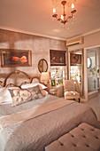 Schlafzimmer im französischen Stil in Grautönen
