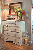 Shabby-chic chest of drawers with romantic accessories