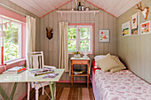Charming summerhouse used as shabby-chic guest house