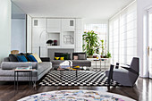 Sophisticated combination of geometric patterns and forms in living room