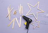 Instructions for making stars from wooden lolly sticks