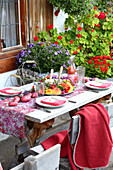 Table set with colourful potatoes and wreath of flowers