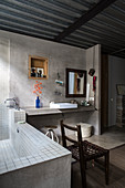 Concrete wall and metal ceiling in ensuite bathroom