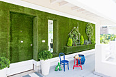 Wall covered in artificial grass