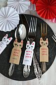 Banderole aus Papier in Katzenform mit Neujahrsgruß und Name
