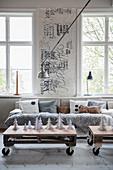 Couchtische aus Paletten im winterlichen Wohnzimmer