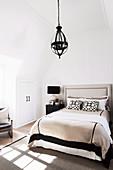 Laterne im klassischen Schlafzimmer im französischen Stil