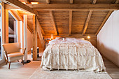 Cosy, country-house-style bedroom in natural shades