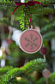 Christmas-tree decoration: embroidered snowflake in embroidery frame