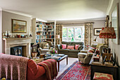 Armchairs and sofas with corner shelving