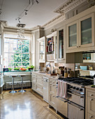 Classic kitchen in pale grey with antique stucco details and parquet floor