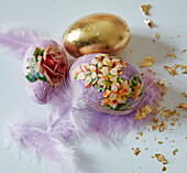 Easter eggs with flower pictures and gold paper (decoupage technique)