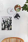 Wall decoration: DIY wall clock and pinboard made from corkboard and picture