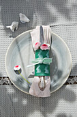 Easter place setting with DIY napkin ring and bellis
