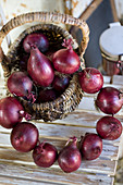 Wreath of red onions