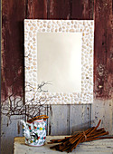 DIY mirror with frame made of pebbles