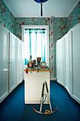 Designer wallpaper in walk-in wallpaper