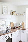 Kitchen corner with wooden worktop and white fronts