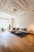 Wohnzimmer in einer Altbauwohnung, Hamburg, Deutschland