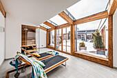 Wellness in einer Penthousewohnung im modernen Alpenlook, Kitzbühel, Tirol, Österreich