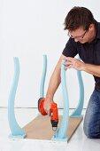 Wandkonsole selber bauen (Tischbeine an Tischplatte befestigen)