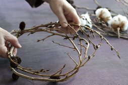 A wreath of alder and cotton