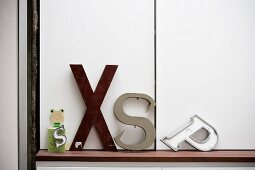 Alphabet objets on shelf