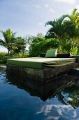 Daybed next to pond (Hotel Four Seasons Resort Mauritius at Anahita)
