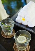 Drinks and towels at the Hotel and Ayurveda Spa Shanti Maurice (Mauritius)