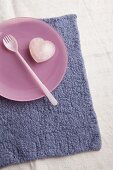 Woollen place mat with plate, fork and rose quartz heart