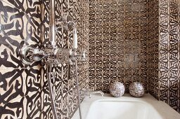 Black and white, Oriental pattern on bathroom wall tiles