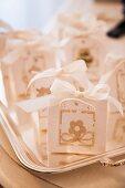 Bomboniere (Kleine Täschchen mit Hochzeitsmandeln, Italien)